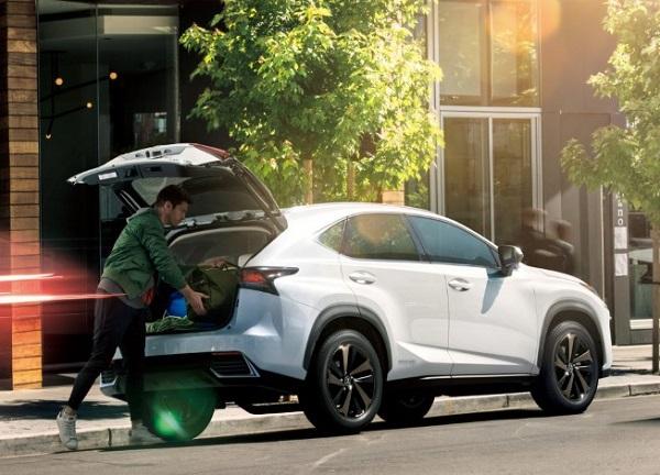 レクサスNXの後部座席と荷室容量検証!車中泊はできる?